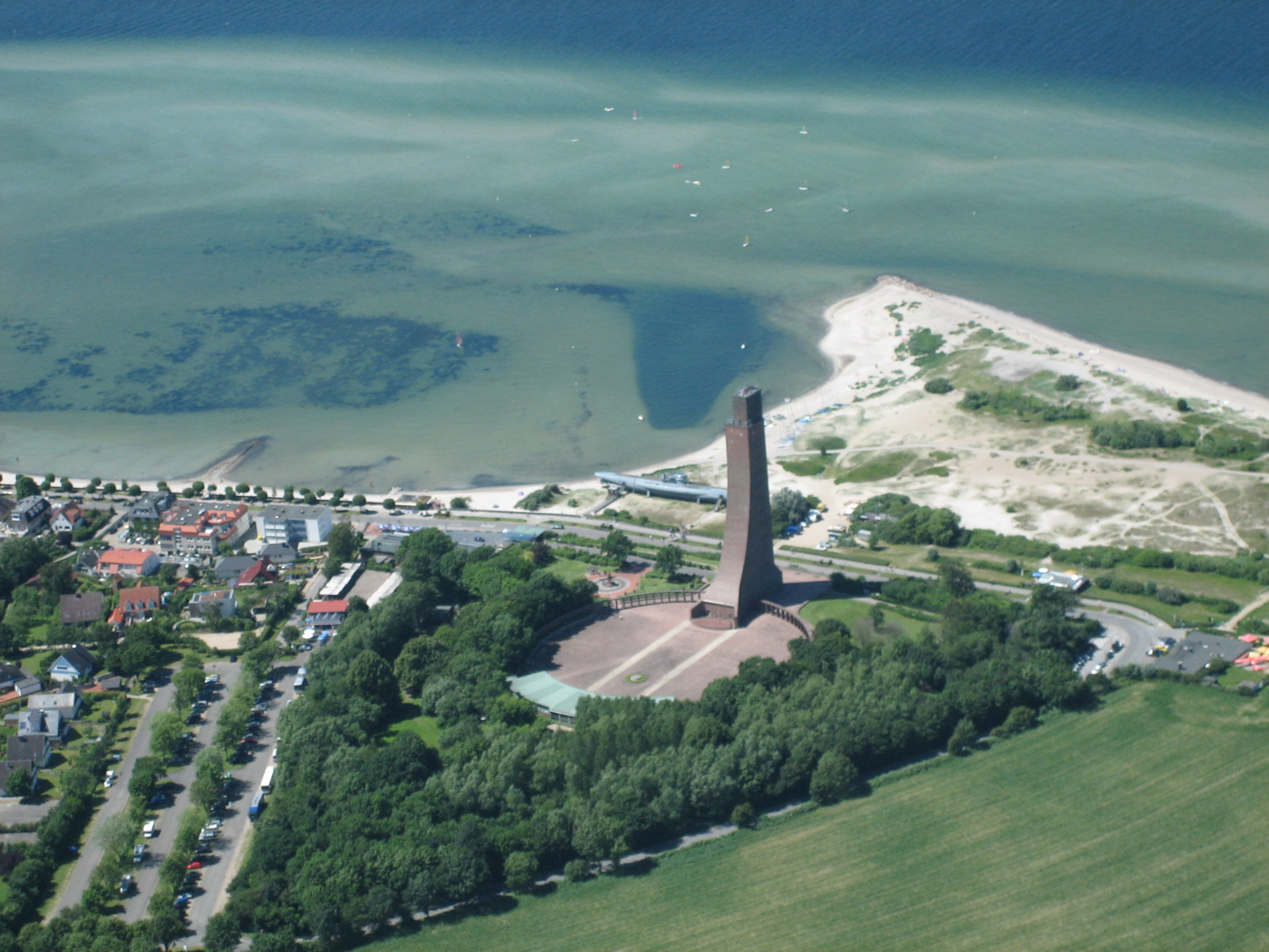 Marineehrenmal und Museumsuboot U995